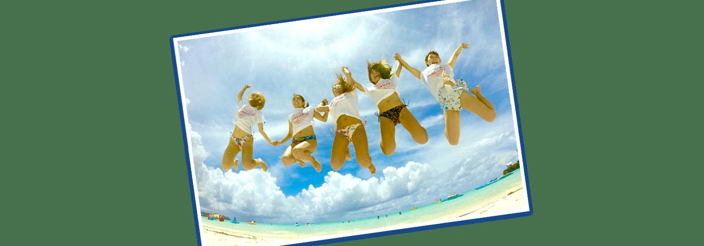 砂浜で遊んでいる写真