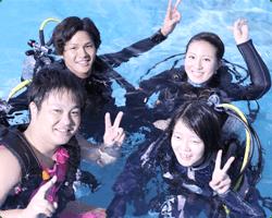 4人でダイビング体験